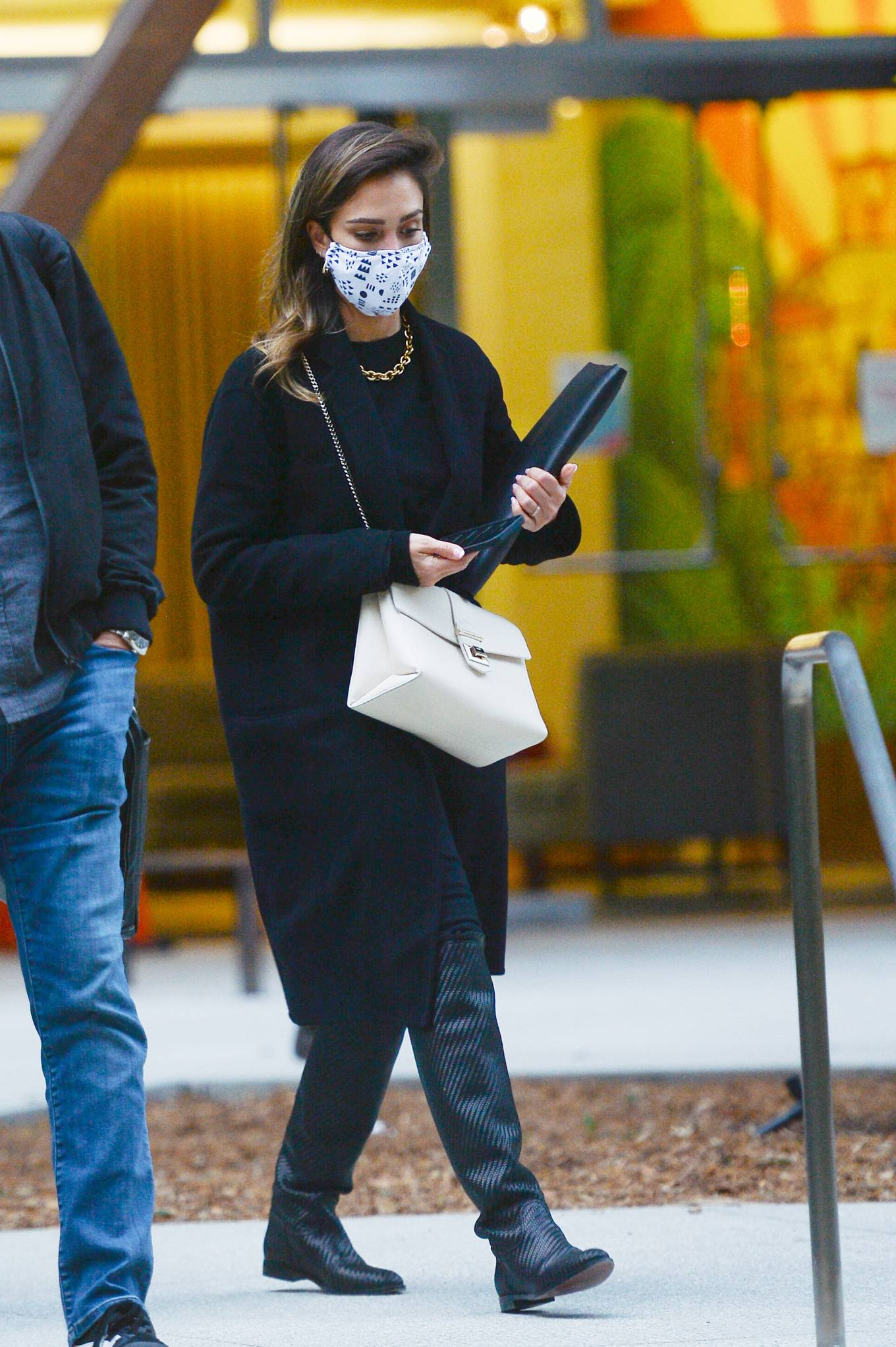 Jessica Alba 2021 : Jessica Alba – In all black leaving an office building in Los Angeles-06
