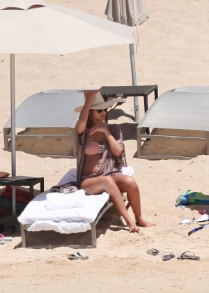 Jessica Alba in Bikini in Honolulu