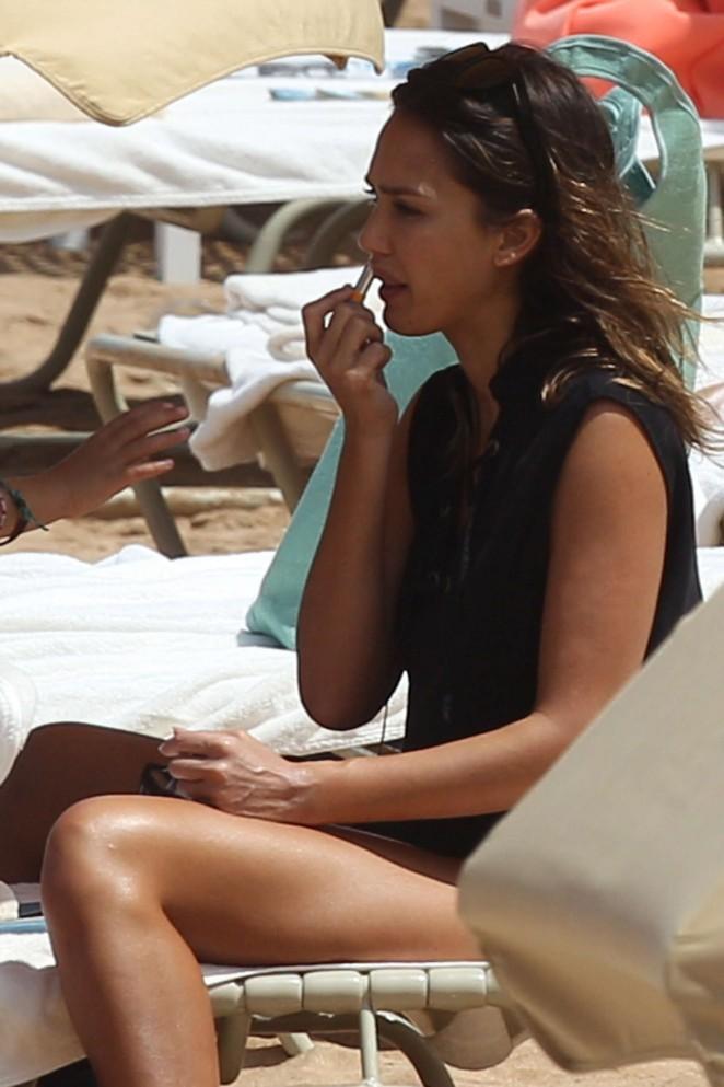 Jessica alba in black bikini 2016 11 gotceleb for Jessica alba beach pictures