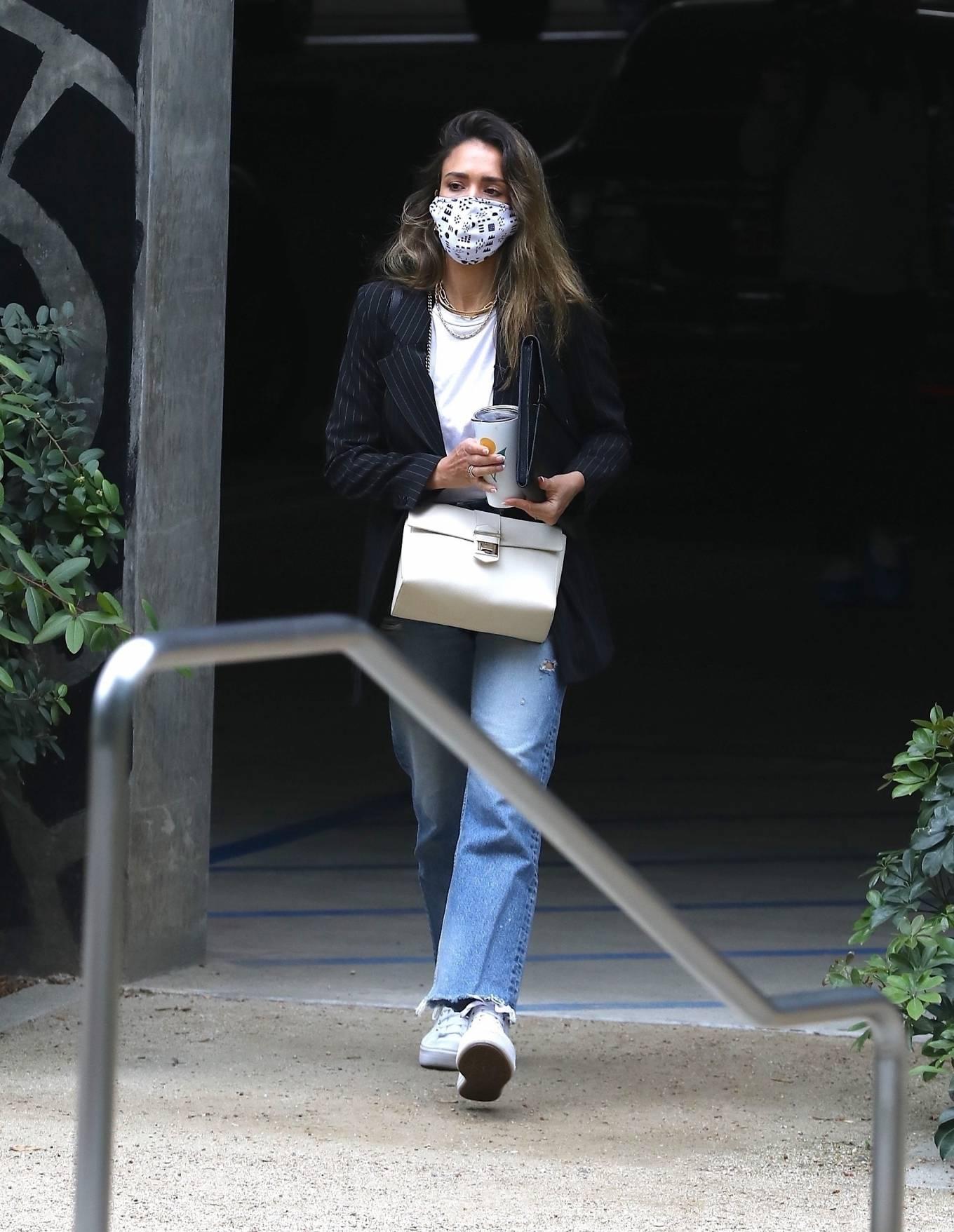 Jessica Alba 2021 : Jessica Alba – In denim arrives at her office in Los Angeles-01