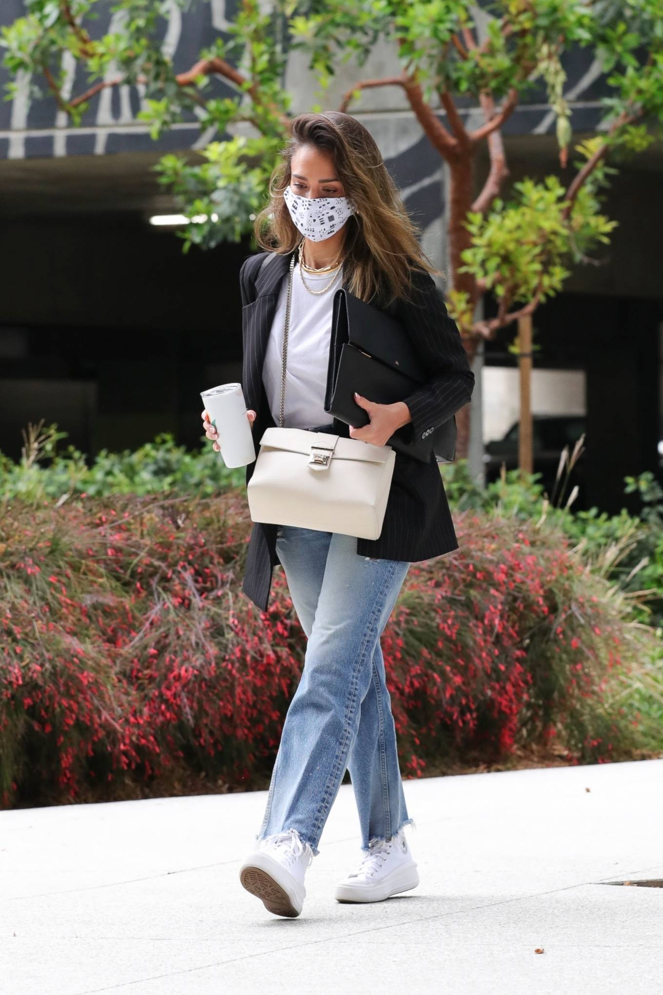 Jessica Alba 2021 : Jessica Alba – In denim arrives at her office in Los Angeles-02