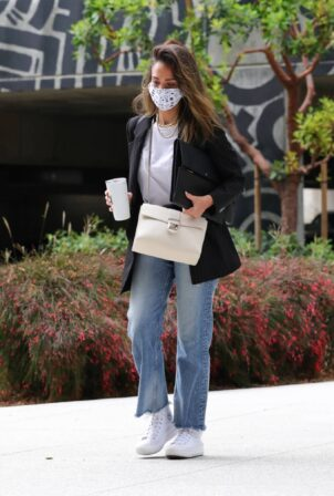 Jessica Alba - In denim arrives at her office in Los Angeles