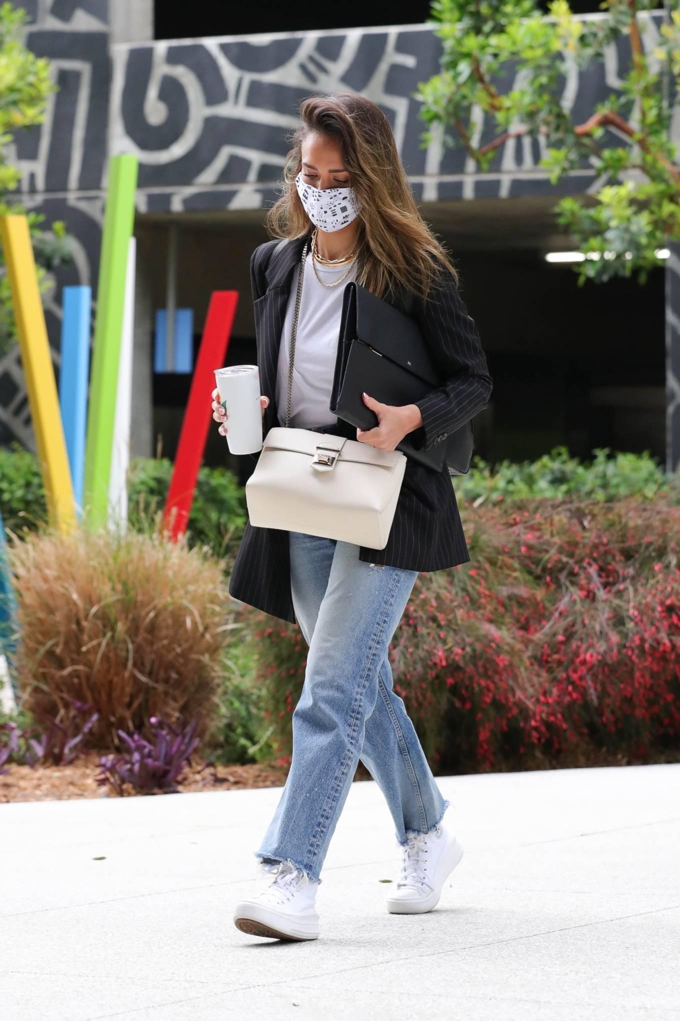 Jessica Alba 2021 : Jessica Alba – In denim arrives at her office in Los Angeles-10