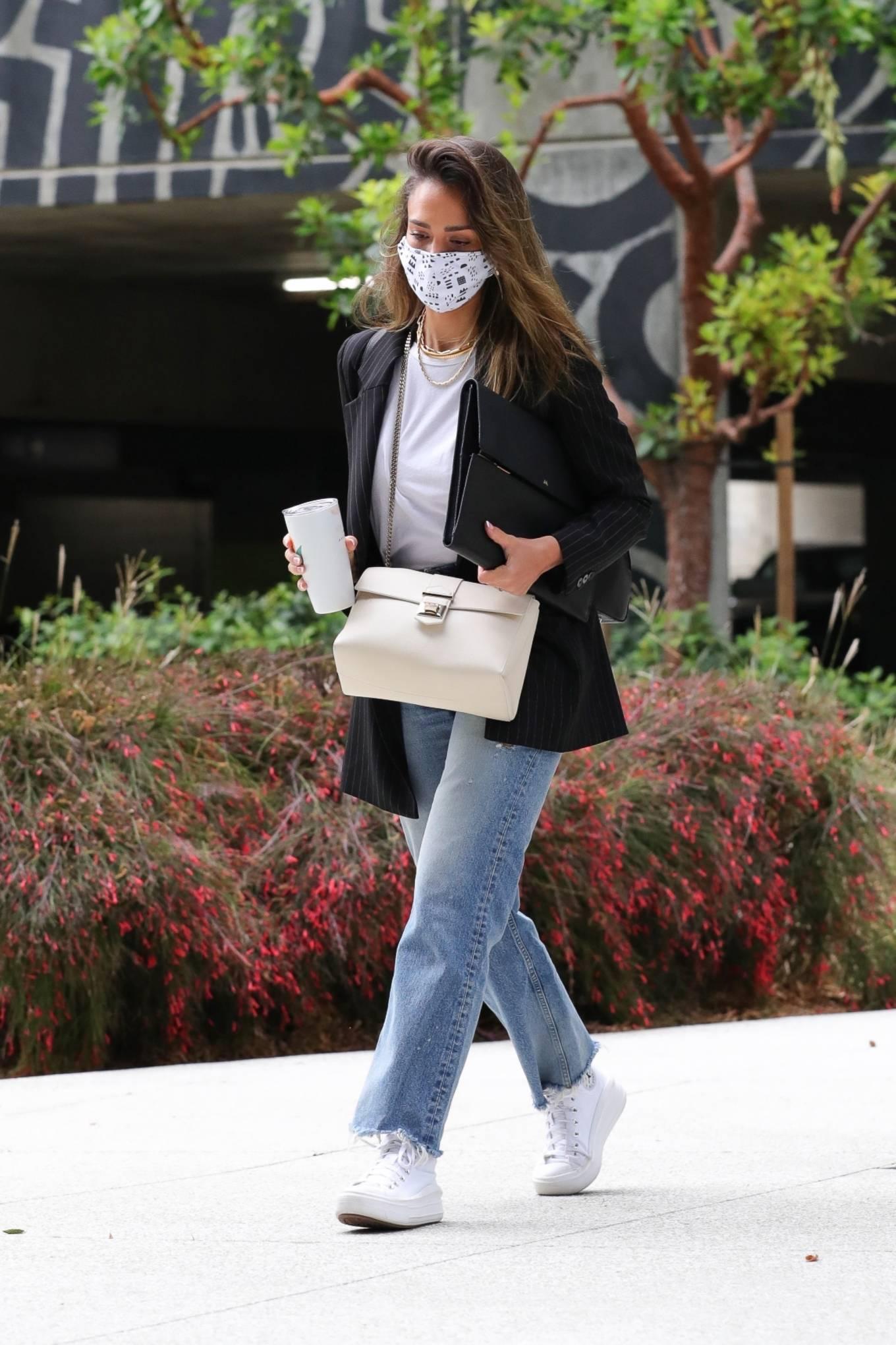 Jessica Alba 2021 : Jessica Alba – In denim arrives at her office in Los Angeles-12