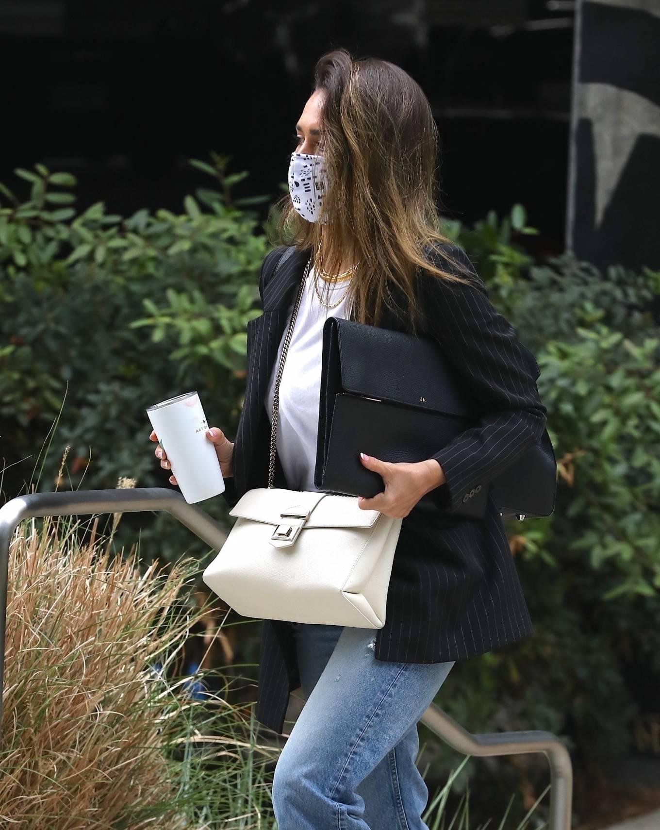 Jessica Alba 2021 : Jessica Alba – In denim arrives at her office in Los Angeles-13
