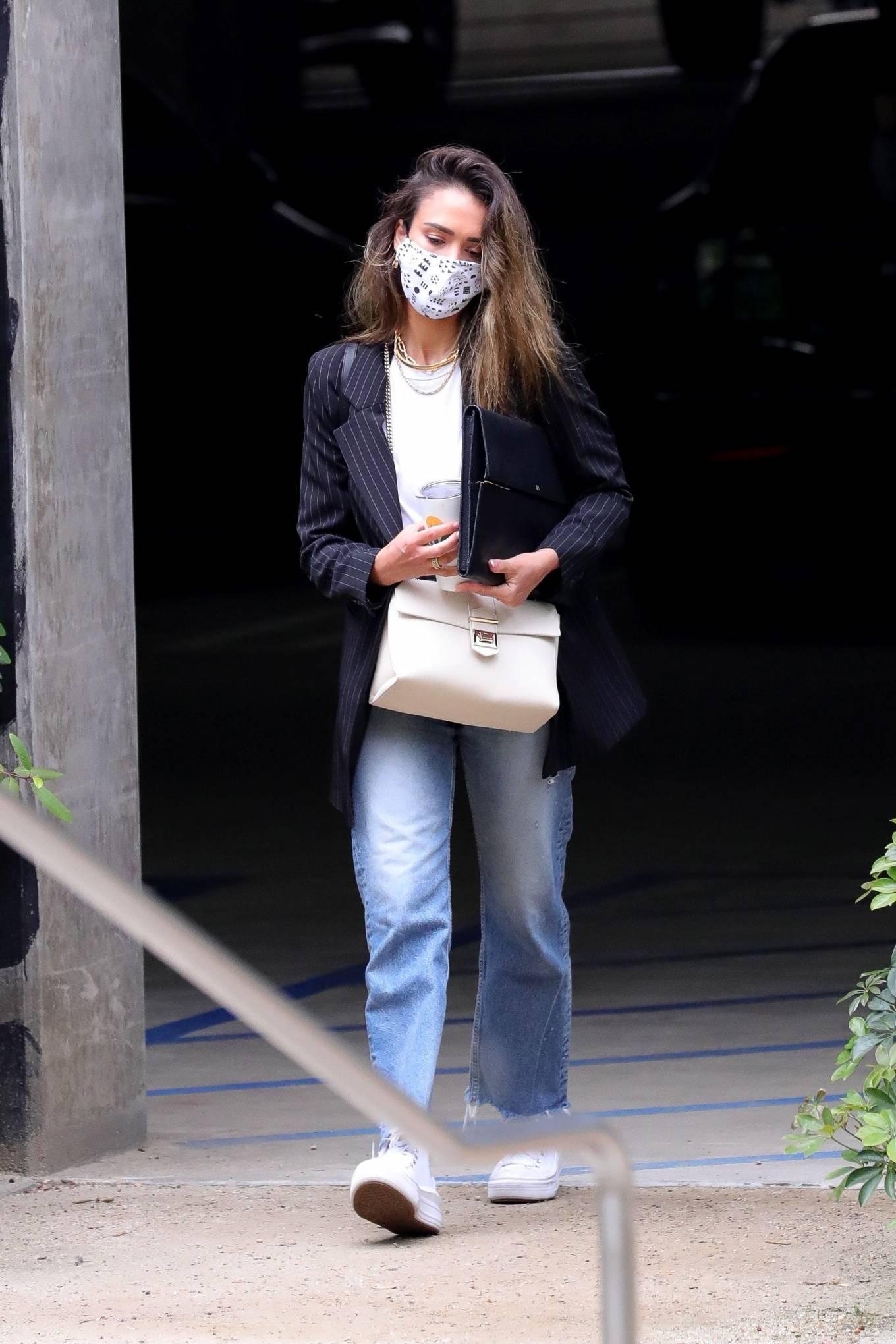 Jessica Alba 2021 : Jessica Alba – In denim arrives at her office in Los Angeles-14