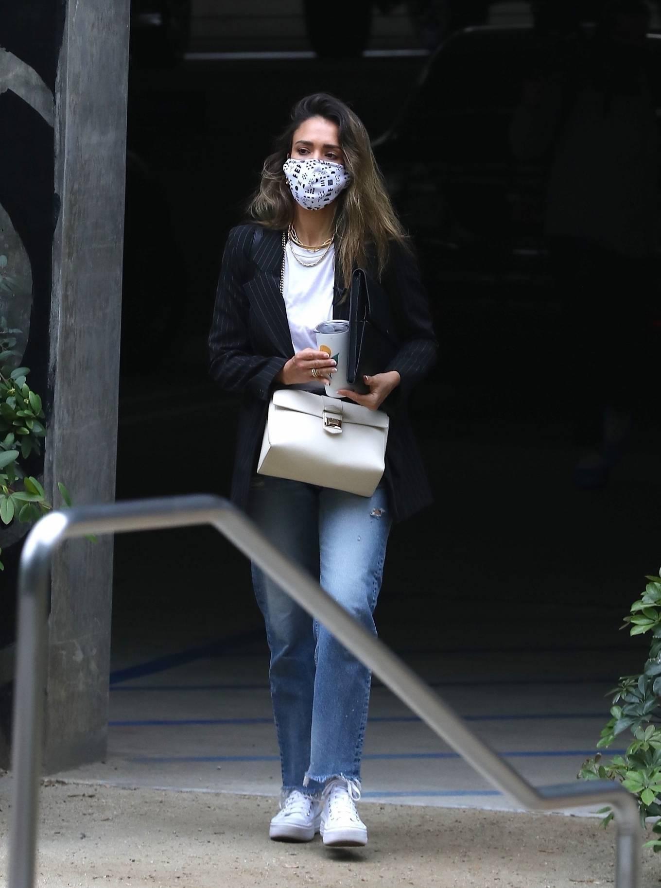 Jessica Alba 2021 : Jessica Alba – In denim arrives at her office in Los Angeles-19