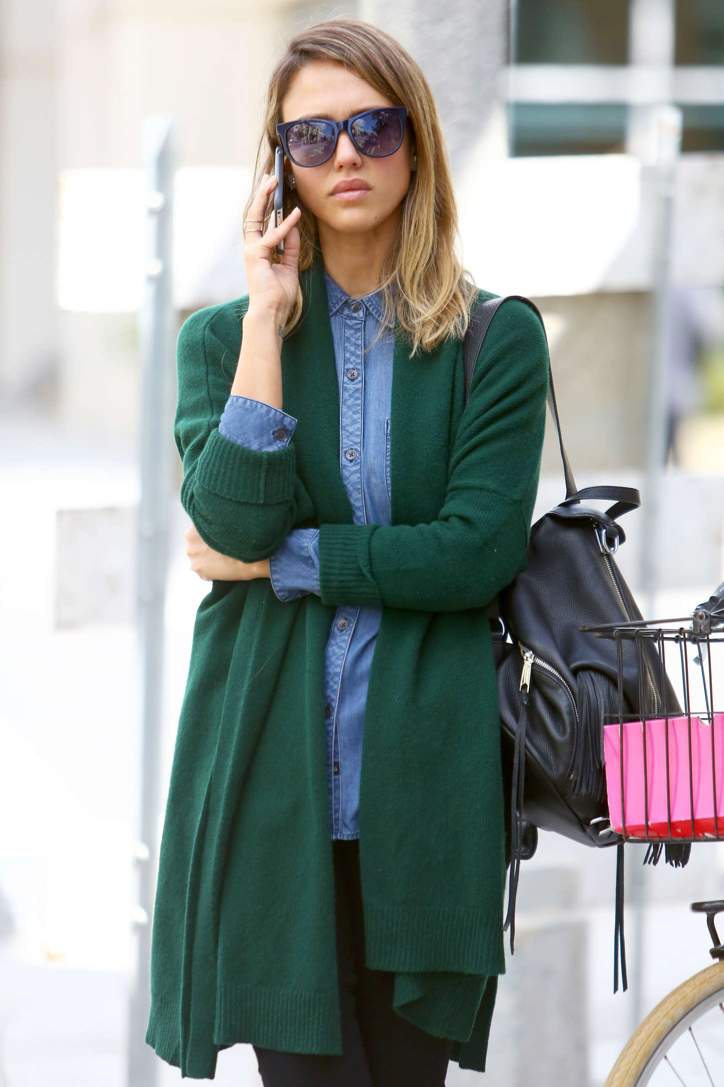 http://www.gotceleb.com/wp-content/uploads/photos/jessica-alba/in-green-sweaters-out-in-santa-monica/Jessica-Alba-in-Green-Sweaters--15.jpg