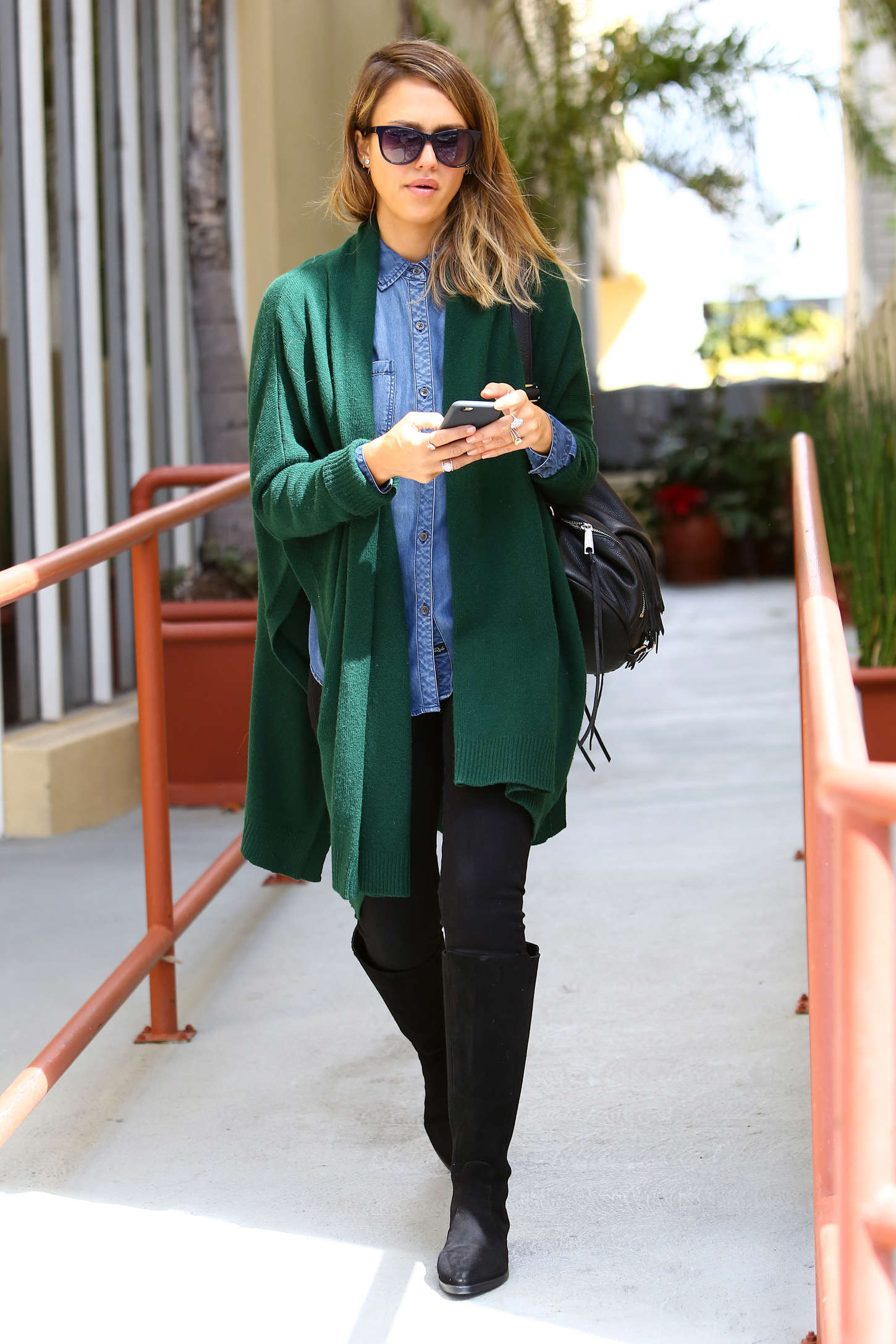 http://www.gotceleb.com/wp-content/uploads/photos/jessica-alba/in-green-sweaters-out-in-santa-monica/Jessica-Alba-in-Green-Sweaters--16.jpg