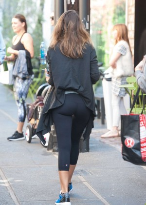 Jessica Alba in Leggings Leaving the Gym in LA