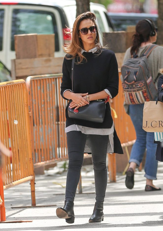 Jessica Alba in Tight Jeans in Washington Square Park