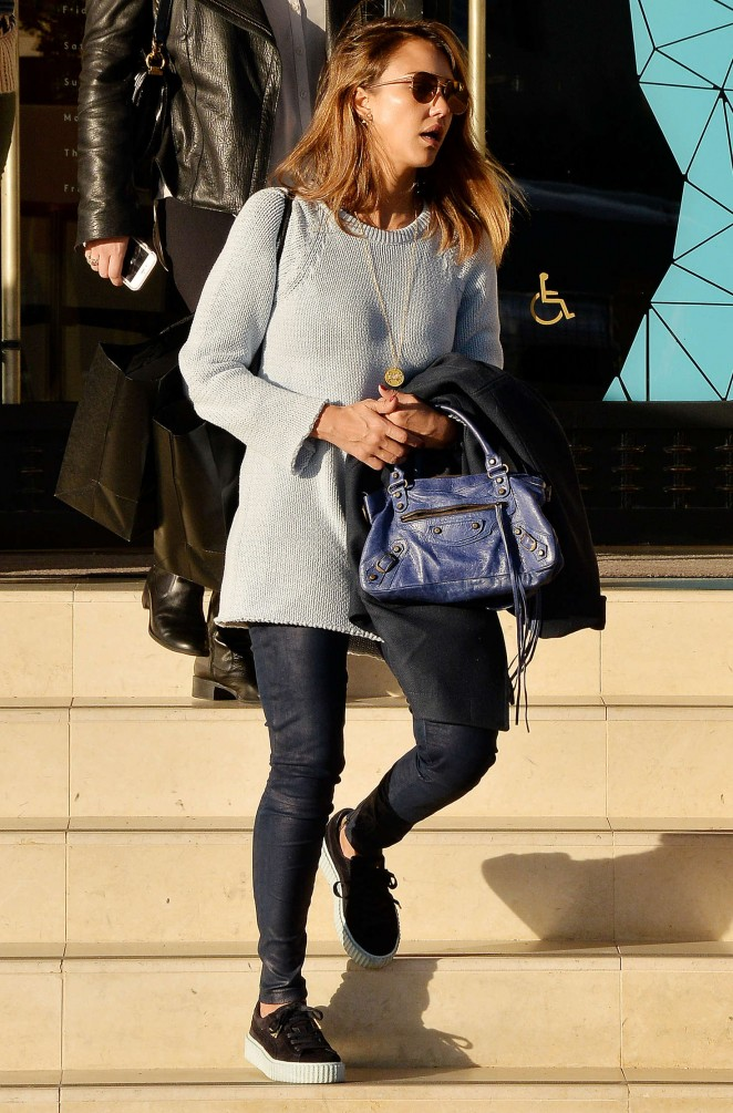 Jessica Alba in Tight Pants Shopping in Beverly Hills