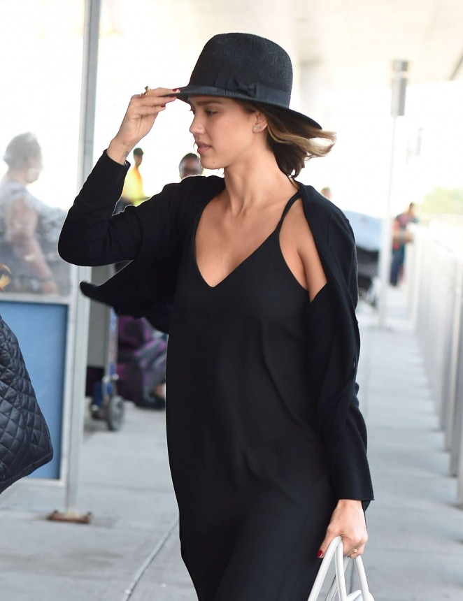 Jessica Alba - JFK airport in NYC
