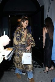 Jessica Alba - joins Cash Warren for dinner date at Craigs restaurant in West Hollywood