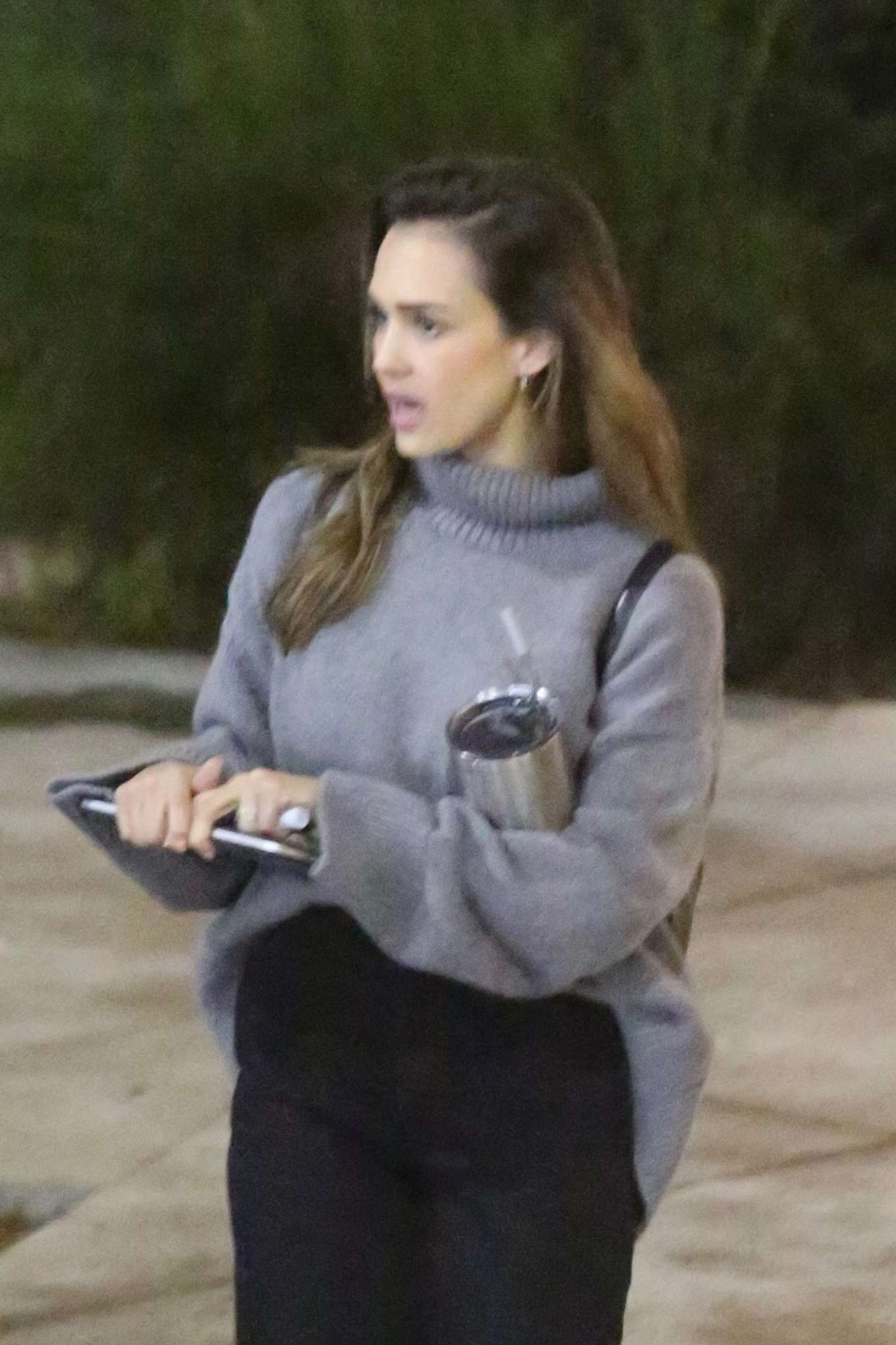 Jessica Alba - Leaves her office in Venice Beach