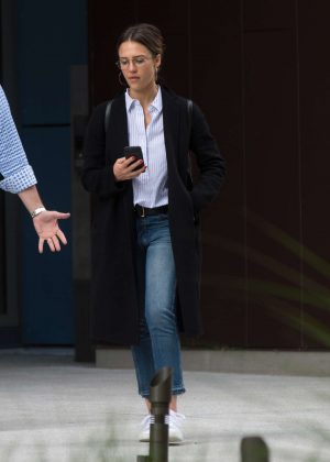 Jessica Alba Leaves Office Building in Los Angeles