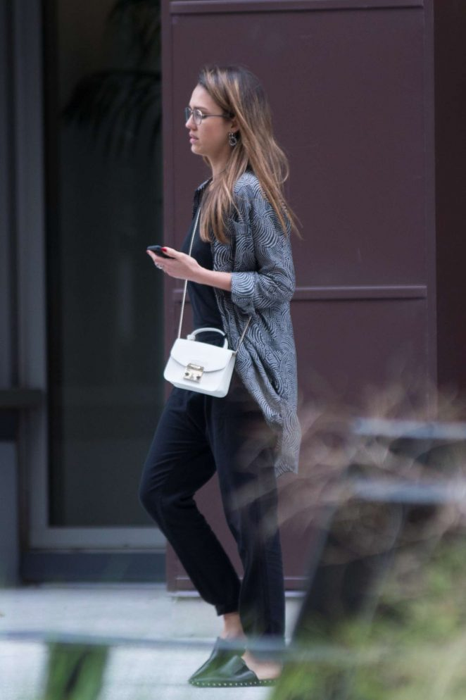 Jessica Alba – Leaving an office building -02