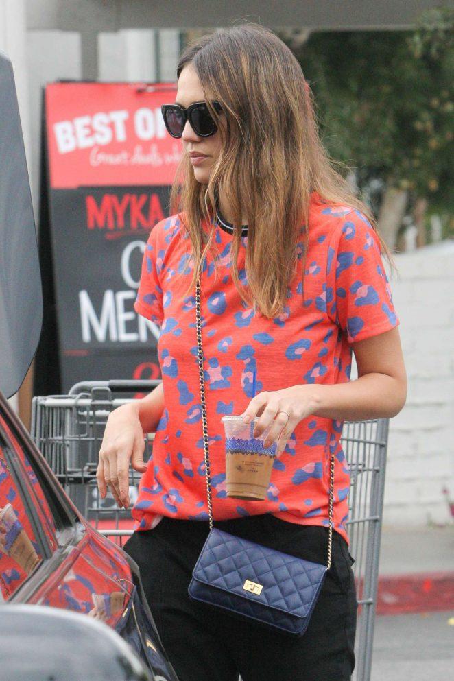 Jessica Alba Leaving Bristol Farms in Beverly Hills