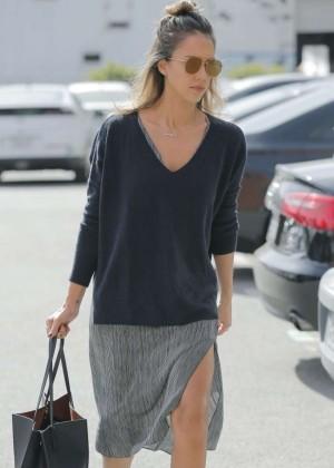 Jessica Alba - Leaving her office in Santa Monica