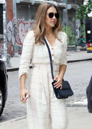 Jessica Alba - Leaving People Live in New York City