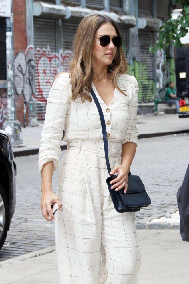 Jessica Alba - Leaving People Live in New York City