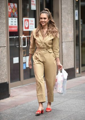 Jessica Alba - Leaving the Staples store in New York City