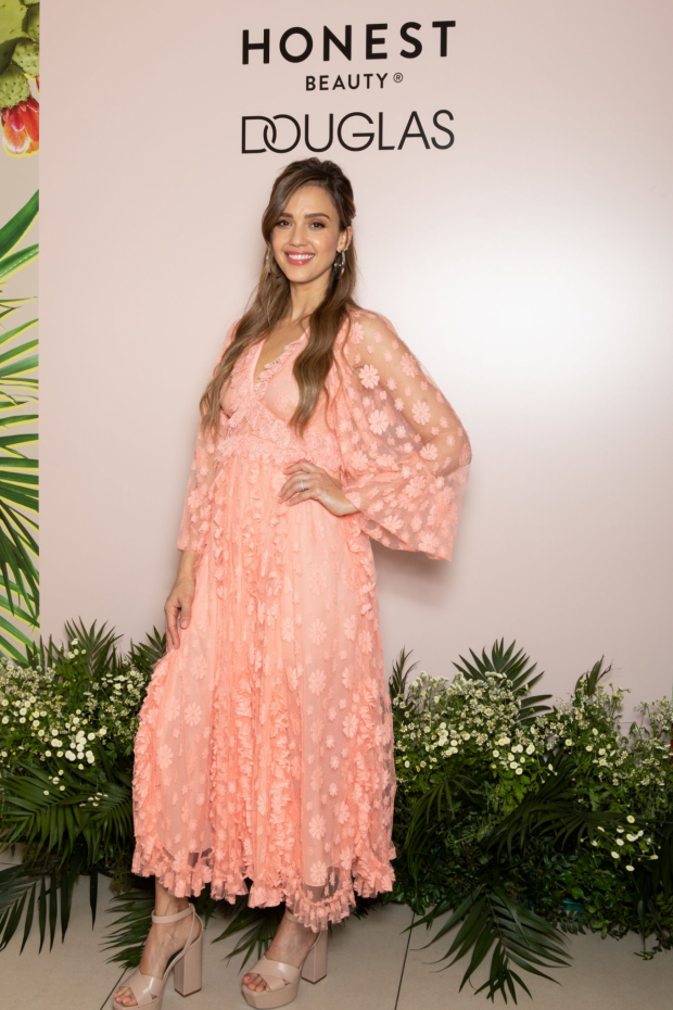 Jessica Alba: Meet and Greet event – Honest Beauty line at Douglas store in Milan-05