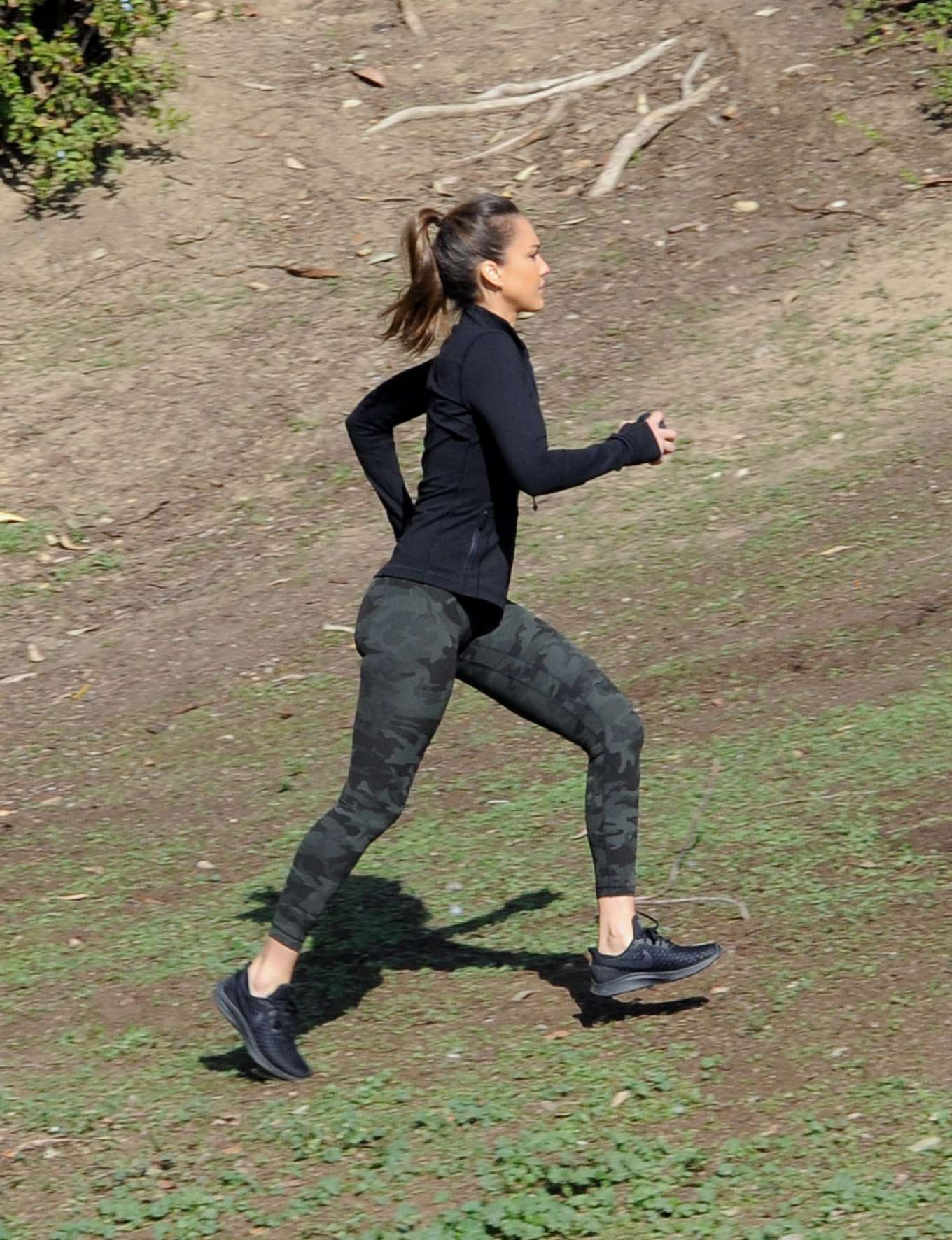 Jessica Alba - On the set of 'L.A's Finest' in Los Angeles