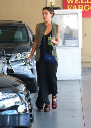 Jessica Alba - Out and about in Beverly Hills