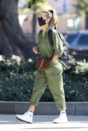Jessica Alba - Out for a stroll in Beverly Hills