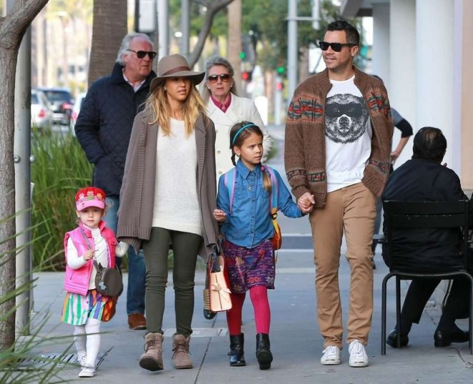 Jessica Alba out in Beverly Hills -06