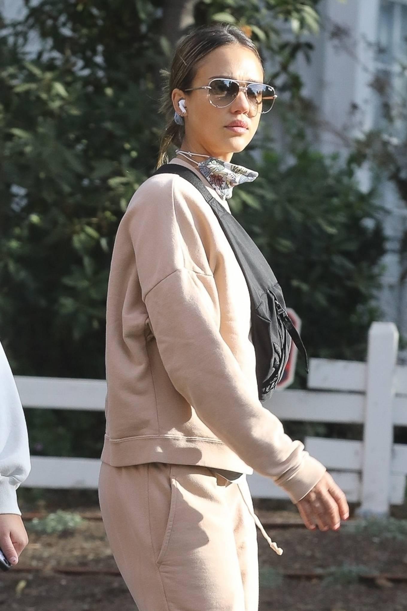Jessica Alba 2020 : Jessica Alba – out in Los Angeles-01