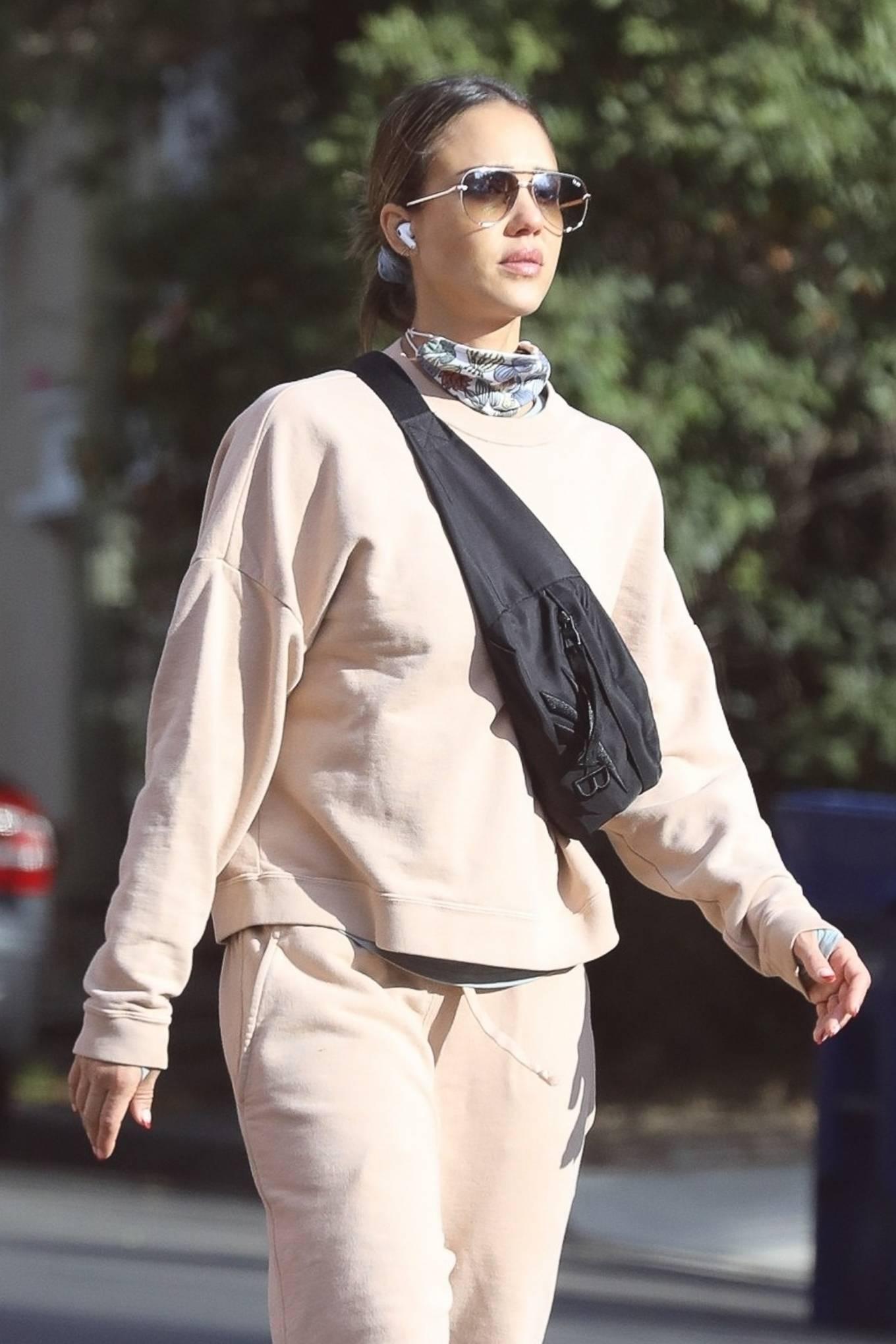 Jessica Alba 2020 : Jessica Alba – out in Los Angeles-02