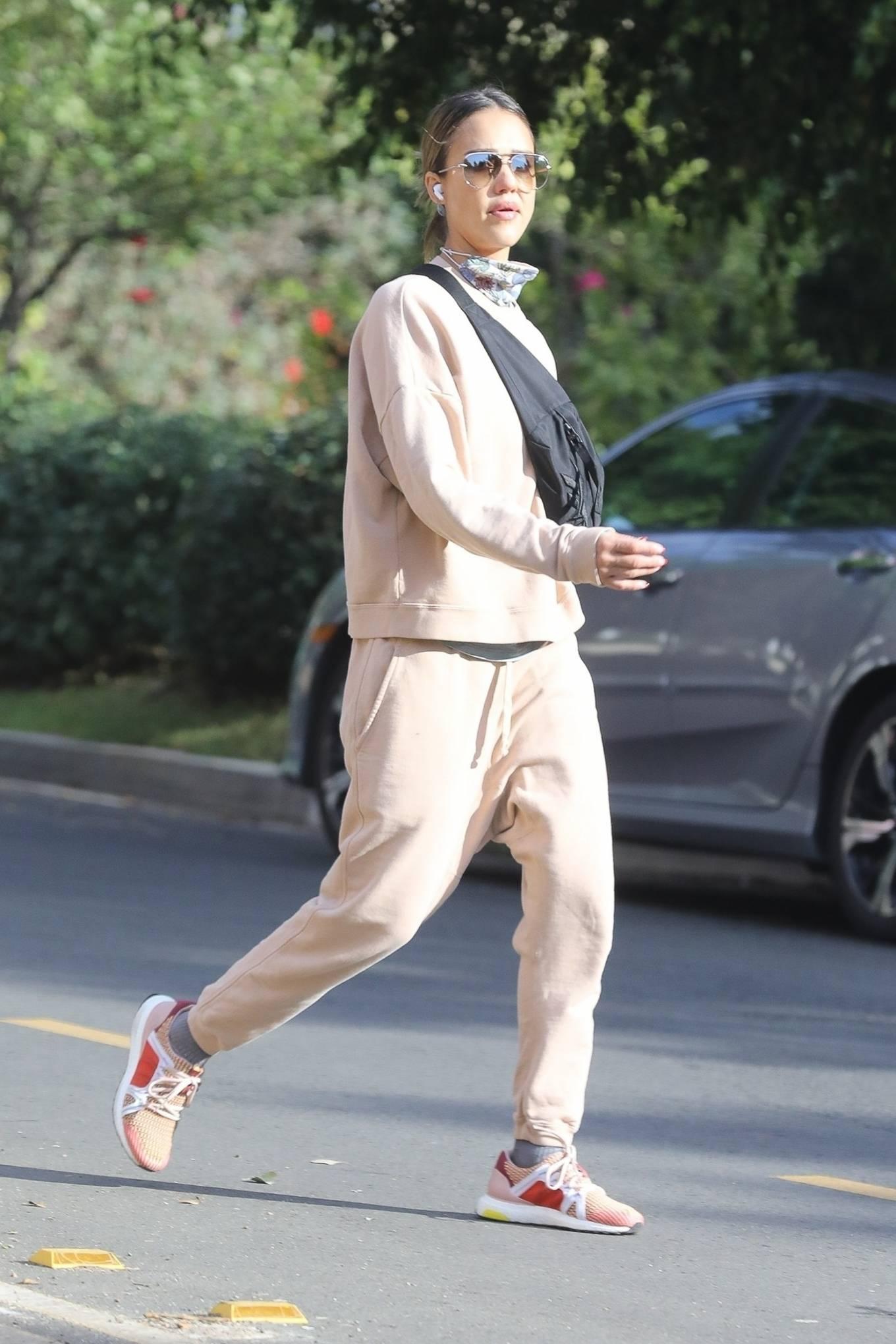 Jessica Alba 2020 : Jessica Alba – out in Los Angeles-04