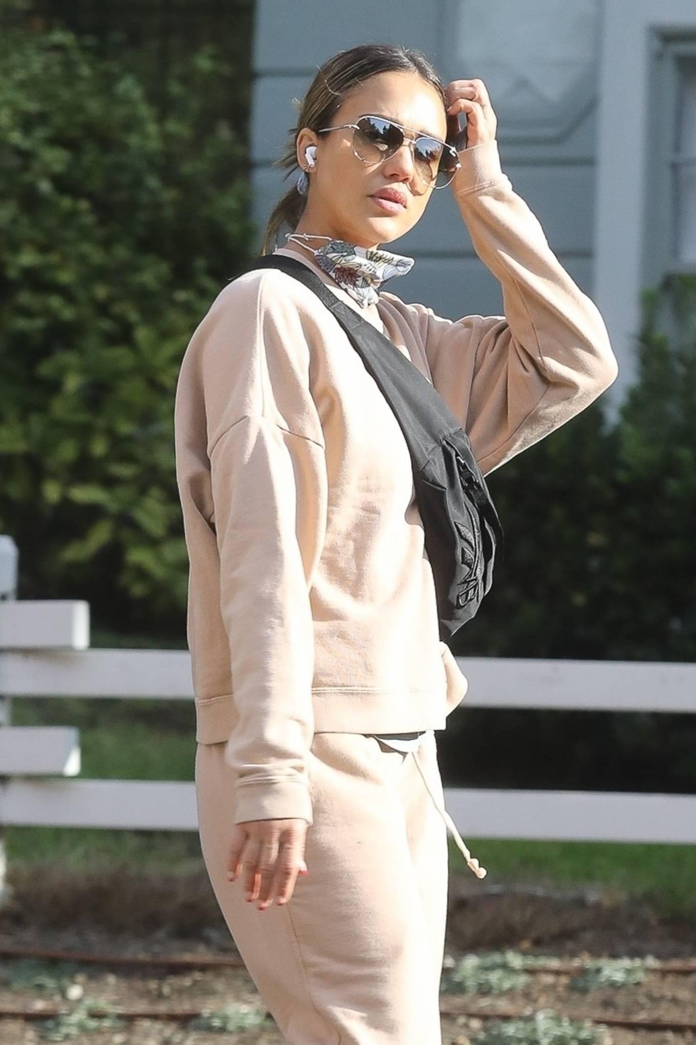 Jessica Alba 2020 : Jessica Alba – out in Los Angeles-05