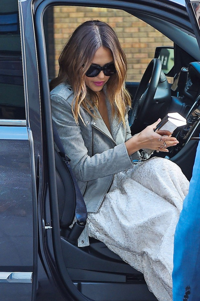 Jessica Alba out in New York -08