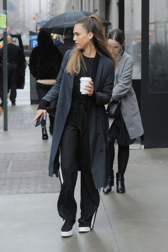 Jessica Alba out in rainy New York -05