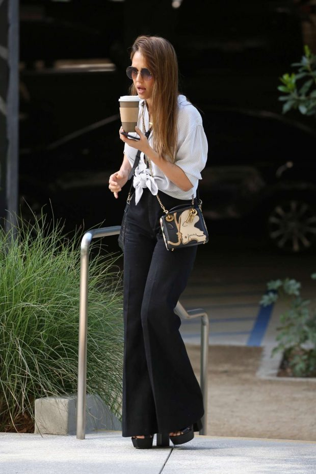 Jessica Alba out in Santa Monica -04