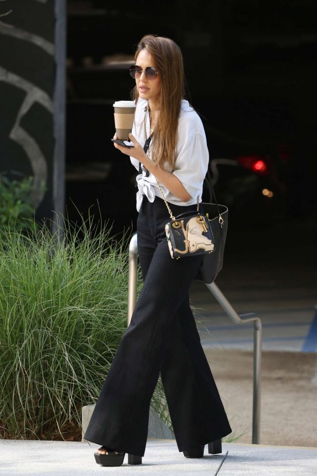 Jessica Alba out in Santa Monica -05
