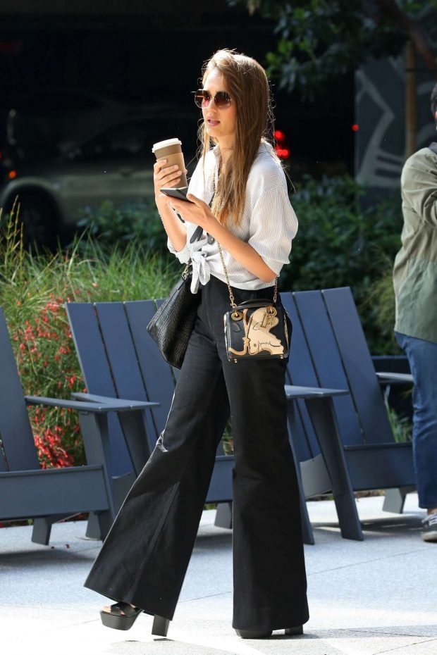 Jessica Alba out in Santa Monica -07