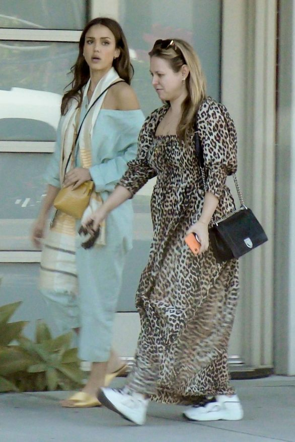 Jessica Alba 2019 : Jessica Alba – Out with a friend in Los Angeles-02