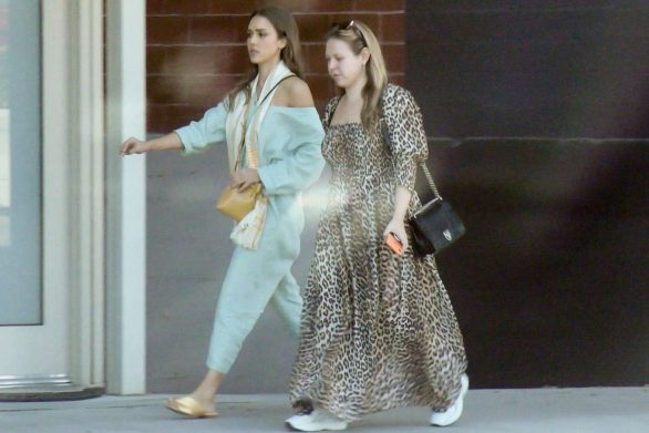 Jessica Alba 2019 : Jessica Alba – Out with a friend in Los Angeles-10