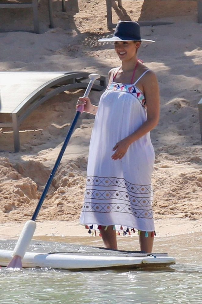 Jessica Alba - Paddleboarding on Vacation in Honolulu