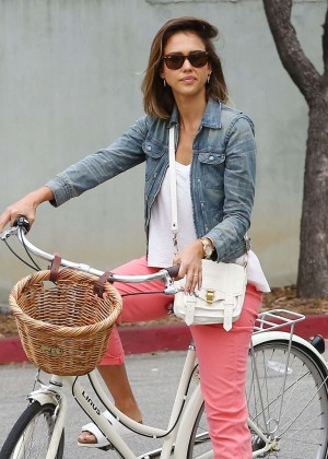 Jessica Alba: Riding her bike -03