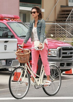 Jessica Alba: Riding her bike -05