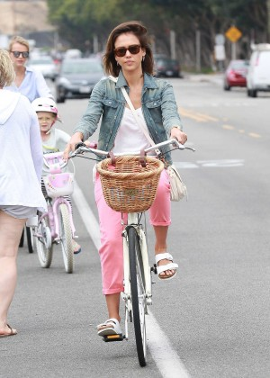Jessica Alba: Riding her bike -09