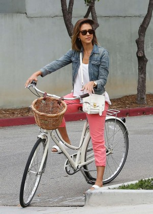 Jessica Alba: Riding her bike -11