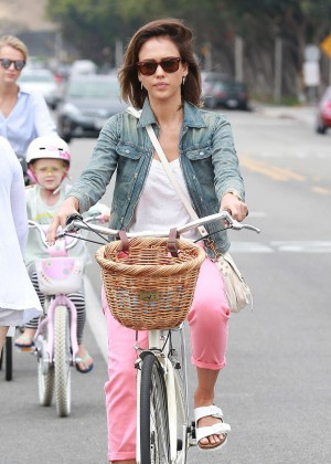Jessica Alba: Riding her bike -12