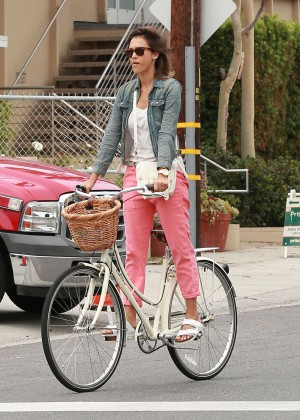 Jessica Alba: Riding her bike -13