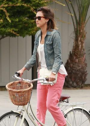Jessica Alba: Riding her bike -14